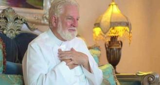 পবিত্র কুরআন অনুবাদ করতে গিয়ে মুসলিম হলেন মার্কিন যাজক